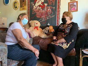 Personas mayores de La Calera comienzan a recibir kits de la campaña Vamos Chilenos, Teletón 2020